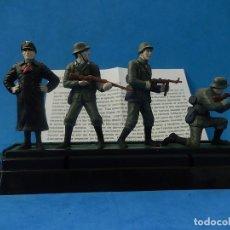 Juguetes Antiguos: ELITE COMMAND. DIECAST SOLDIERS. ERWIN ROMMEL Y SOLDADOS ALEMANES. BLUE-BOX.. Lote 129461791