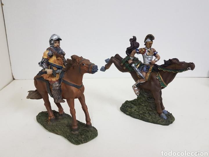 Juguetes Antiguos: Soldado romano y caballero medieval a caballo medidas 14 x 14 en resina - Foto 2 - 135225775