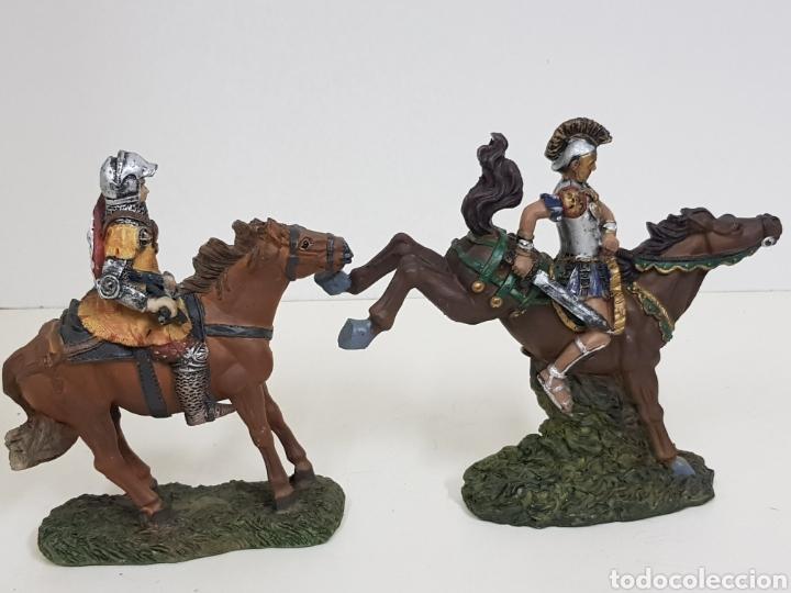 Juguetes Antiguos: Soldado romano y caballero medieval a caballo medidas 14 x 14 en resina - Foto 3 - 135225775
