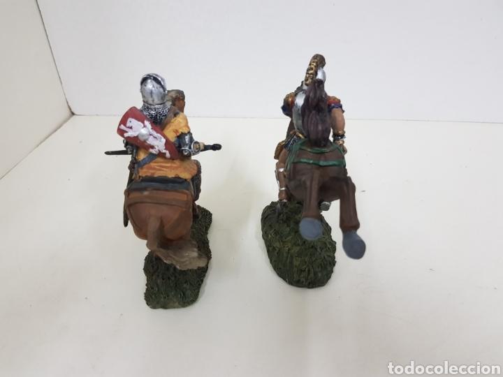 Juguetes Antiguos: Soldado romano y caballero medieval a caballo medidas 14 x 14 en resina - Foto 4 - 135225775