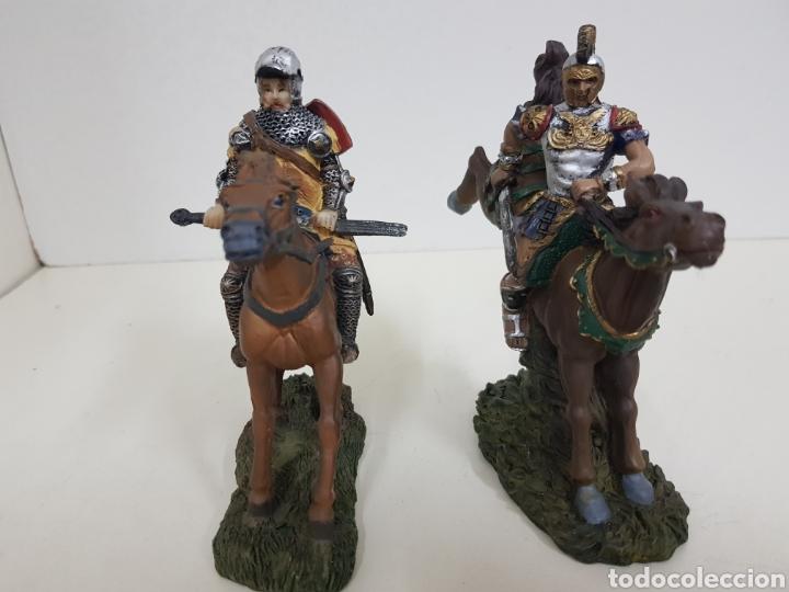 Juguetes Antiguos: Soldado romano y caballero medieval a caballo medidas 14 x 14 en resina - Foto 6 - 135225775
