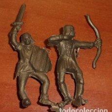 Juguetes Antiguos: BARATIJA DE KIOSKO, LOTE DE 2 SOLDADOS MEDIEVALES DE PLÁSTICO. Lote 135257726