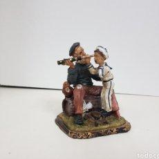 Juguetes Antiguos: MARINERO Y NIÑO GRUMETE FIGURA DE RESINA HUECA MEDIDAS 15 X 12 CM. Lote 138002549