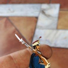 Juguetes Antiguos: ANTIGUO SOLDADO DE HOJALATA PROBABLEMENTE DE LA MARCA PAYA AÑOS 30 PINTADO A MANO. Lote 158291310