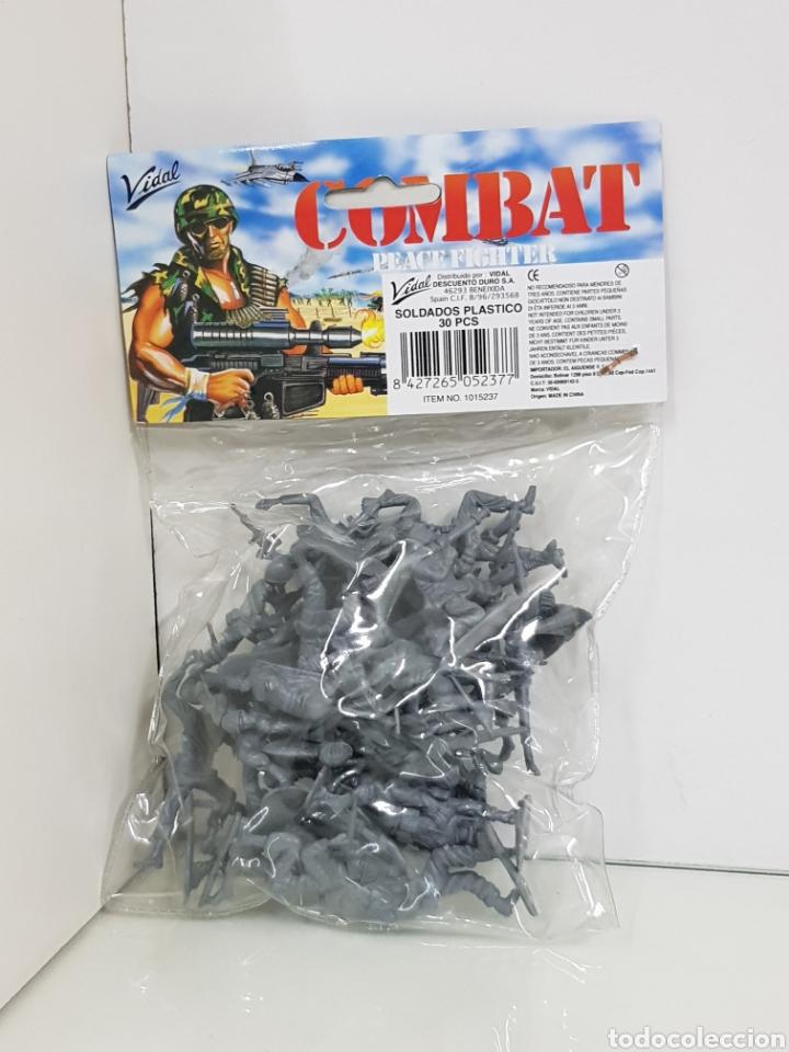 Juguetes Antiguos: Lotes de soldados Vidal combat Fighter de plástico para pintar - Foto 2 - 158409836