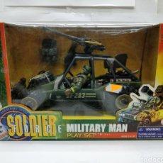 Juguetes Antiguos: MILITARY MAN PLAY SET SOLDIER FORCE COCHE MILITAR CON METRALLETA MUNICIÓN Y SOLDADO. Lote 163034480