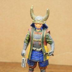 Juguetes Antiguos: FIGURA GUERRERO SAMURAI, JAPON. S. XVIII. SOBRE PEANA DE MADERA. EN RESINA. Lote 164709478