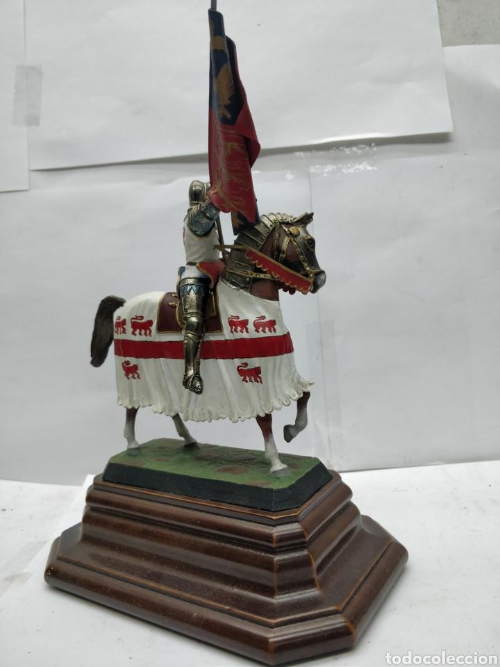 Juguetes Antiguos: Soldado de plomo caballería a banderas o de Enrique V Inglaterra 1415 E-008 - Foto 3 - 165460732