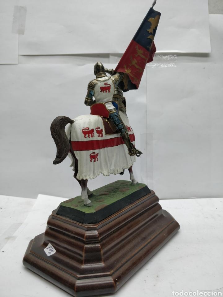Juguetes Antiguos: Soldado de plomo caballería a banderas o de Enrique V Inglaterra 1415 E-008 - Foto 4 - 165460732