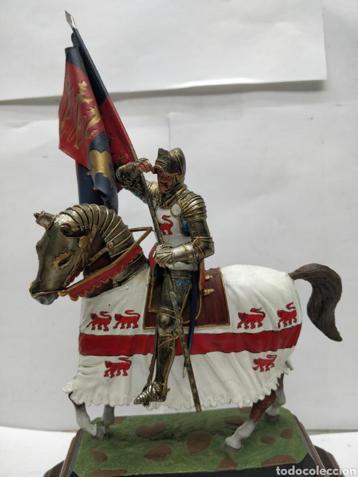Juguetes Antiguos: Soldado de plomo caballería a banderas o de Enrique V Inglaterra 1415 E-008 - Foto 6 - 165460732