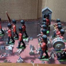 Juguetes Antiguos: CONJUNTO DE SOLDADOS MARCA BRITAINS DE LA ESCOLTA REAL DE INGLATERRA PLÁSTICO O GOMA. Lote 166307810