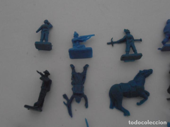 Juguetes Antiguos: LOTE 24 SOLDADITOS PLASTICO, 2 CM, A24, SOLDADOS - Foto 2 - 166314738