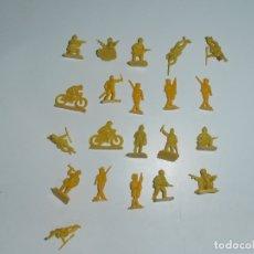 Juguetes Antiguos: LOTE 21 SOLDADITOS PLASTICO, 2 CM, AM21, SOLDADOS. Lote 166315242