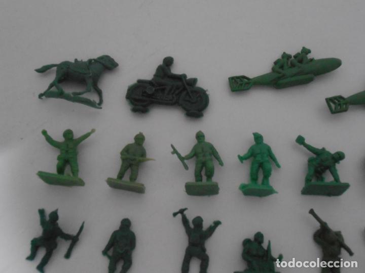Juguetes Antiguos: LOTE 34 SOLDADITOS PLASTICO, 2 CM, V34, SOLDADOS - Foto 2 - 166315438