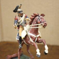Juguetes Antiguos: FIGURA SOLDADO FRENCH CUIRASSIER WATERLOO 1815. EN RESINA. SOBRE PEANA. Lote 166402557