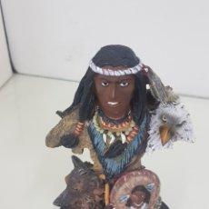 Juguetes Antiguos: ESCULTURA INDIO DARVIN FABRICADA EN RESINA HUECA 16CMS. Lote 169976032