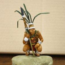 Jogos Antigos: FIGURA RESINA INDIGENA EN LA CONQUISTA DEL NUEVO MUNDO. SOBRE PEANA DE MADERA. GRAN DETALLE. Lote 170270076