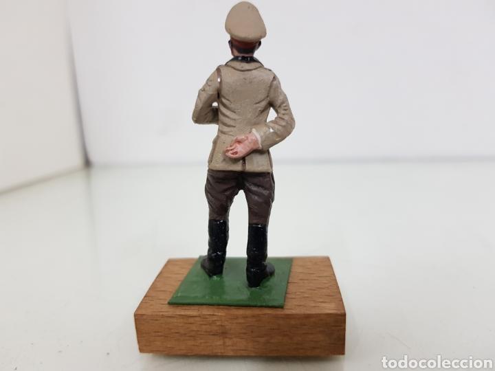 Juguetes Antiguos: Personajes famosos figura de plomo con peana de madera alemán - Foto 3 - 171418779