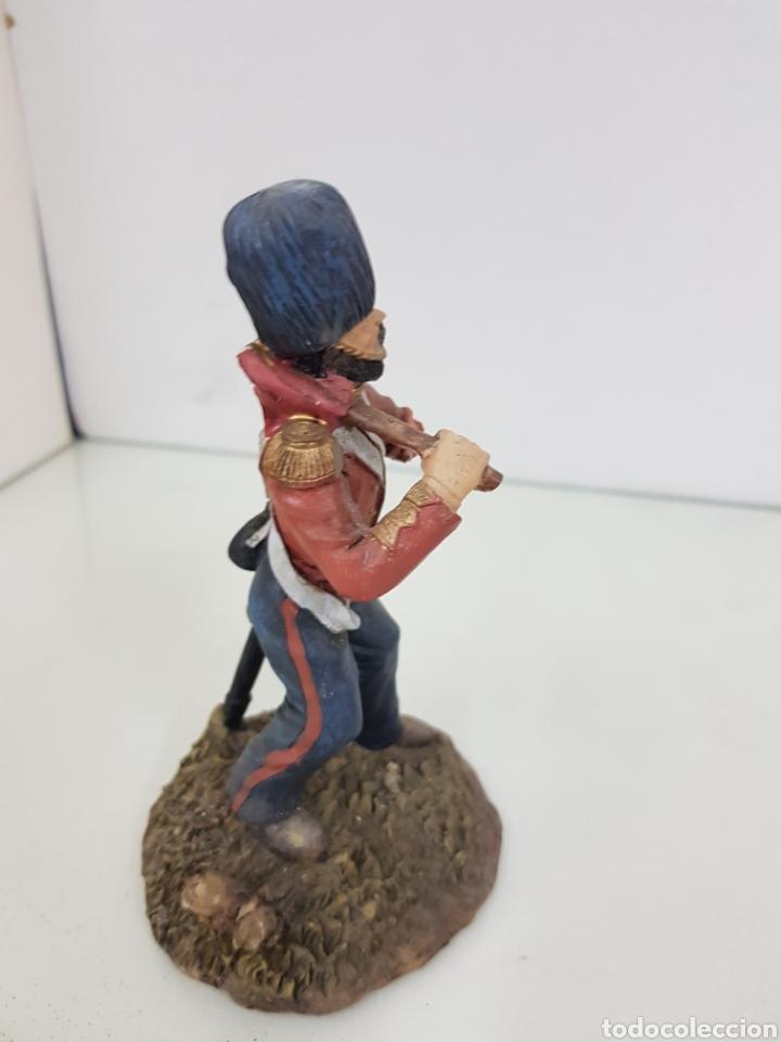 Juguetes Antiguos: Soldado tullido con brazo roto y sin bandera fabricado en resina de 16 centímetros - Foto 2 - 171681188