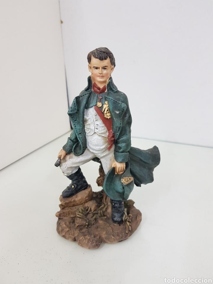 Juguetes Antiguos: Figura de alto cargo con catalejo fabricada en resina de 17 cm - Foto 4 - 171681767