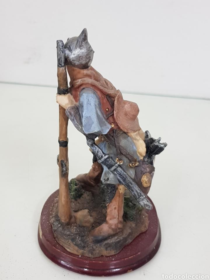 Juguetes Antiguos: Figura de cazador con rifle y arco con flechas fabricado en resina de 14 cm - Foto 2 - 171681832