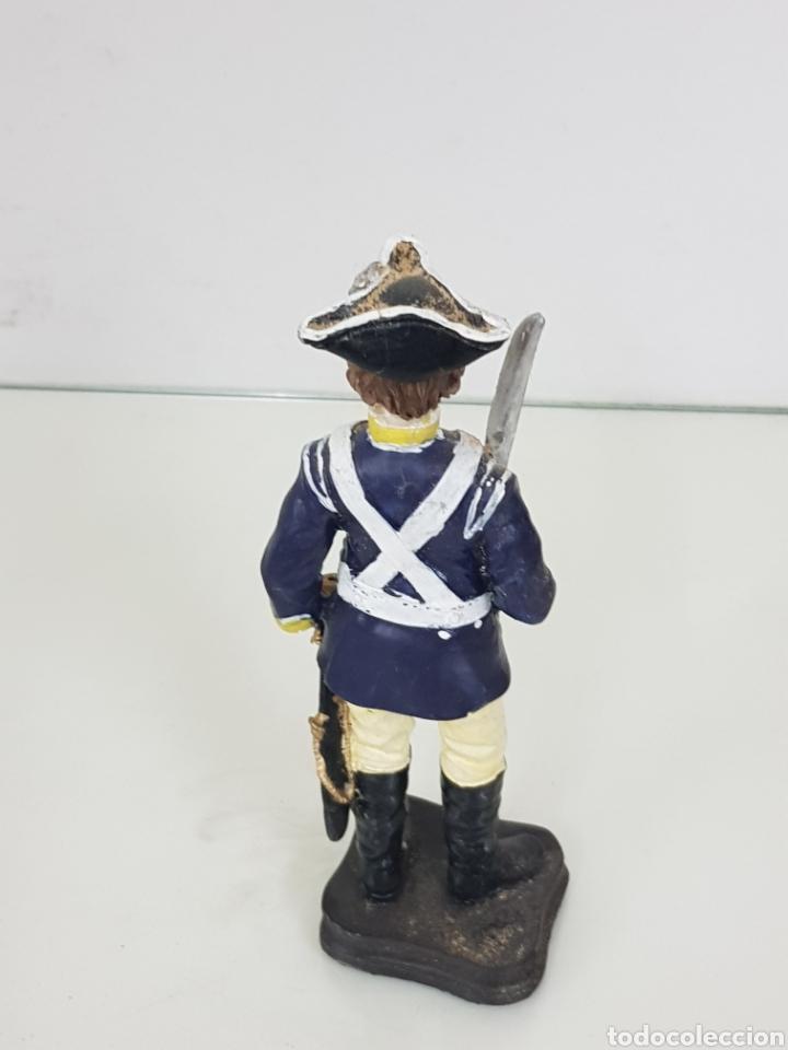 Juguetes Antiguos: Soldado de la guardia con espada desenvainada fabricado en resina hueca de 20 centímetros - Foto 3 - 171687880