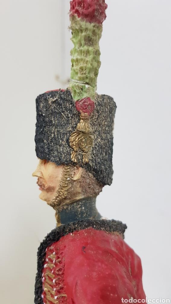 Juguetes Antiguos: Soldado de resina de gran tamaño con peana de madera de 28 cm - Foto 3 - 172089374