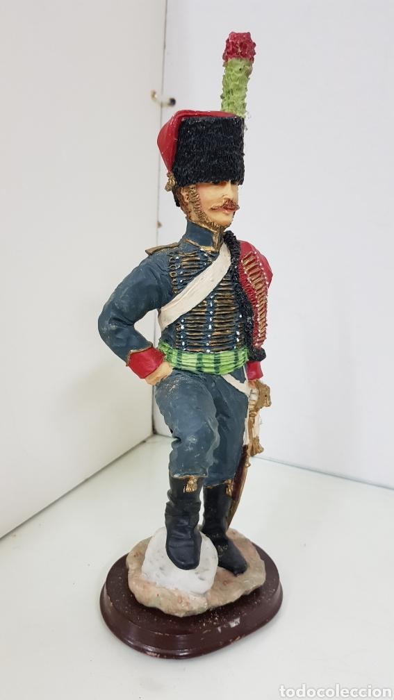 Juguetes Antiguos: Soldado de resina de gran tamaño con peana de madera de 28 cm - Foto 5 - 172089374