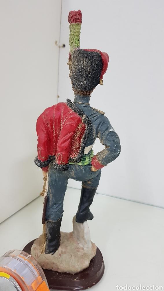 Juguetes Antiguos: Soldado de resina de gran tamaño con peana de madera de 28 cm - Foto 4 - 172089374