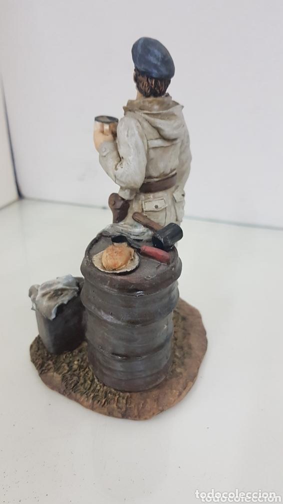 Juguetes Antiguos: Viñeta soldado desayunando fabricado en resina de 16 cm - Foto 2 - 172158253