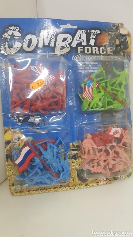 Juguetes Antiguos: Combat force come together lote soldados de plástico con bandera de Reino Unido Rusia EEUU Canada - Foto 3 - 172678102