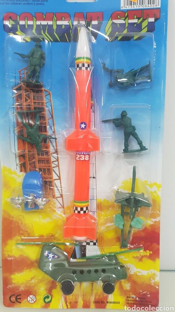 Juguetes Antiguos: Combat set cohete helicóptero artillería y soldados 36 x 17 cm - Foto 2 - 174915762