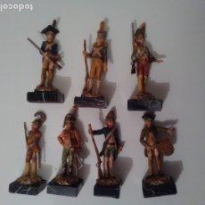 Juguetes Antiguos: SOLDADOS DE RESINA 9 CM - 7 FIGURAS. Lote 175881477
