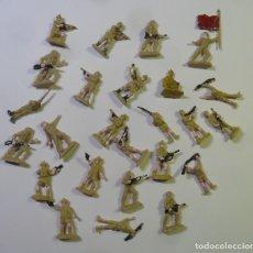 Juguetes Antiguos: 25 SOLDADOS DE PLASTICO (2 CM.). Lote 182144212