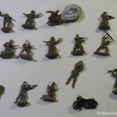 Juguetes Antiguos: 15 SOLDADOS DE PLASTICO (2 CM.). Lote 182144631