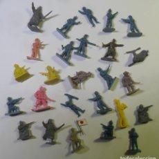 Juguetes Antiguos: 26 SOLDADOS DE PLASTICO (2 CM.). Lote 182145591