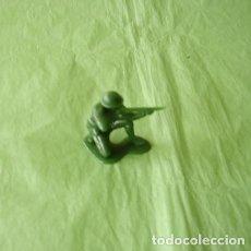 Juguetes Antiguos: FIGURAS Y SOLDADITOS PARA 6 CTMS - 11119. Lote 194180477