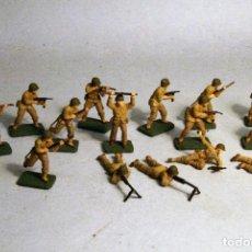 Juguetes Antiguos: AIRFIX. ESCALA 1/72. 16 SOLDADOS INFANTERIA AMERICANA WWII. PINTADOS A MANO.. Lote 194395971