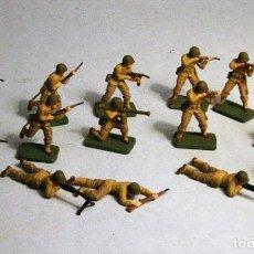 Juguetes Antiguos: AIRFIX. ESCALA 1/72. 15 SOLDADOS INFANTERIA AMERICANA WWII. PINTADOS A MANO.. Lote 194396096