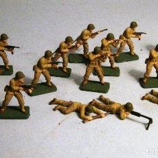 Juguetes Antiguos: AIRFIX. ESCALA 1/72. 14 SOLDADOS INFANTERIA AMERICANA WWII. PINTADOS A MANO.. Lote 194396193