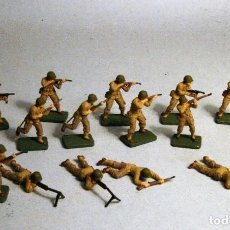 Juguetes Antiguos: AIRFIX. ESCALA 1/72. 16 SOLDADOS INFANTERIA AMERICANA WWII. PINTADOS A MANO. Lote 194764428