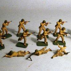 Juguetes Antiguos: AIRFIX. ESCALA 1/72. 15 SOLDADOS INFANTERIA AMERICANA WWII. PINTADOS A MANO. Lote 194764551
