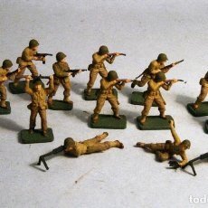Juguetes Antiguos: AIRFIX. ESCALA 1/72. 14 SOLDADOS INFANTERIA AMERICANA WWII. PINTADOS A MANO. Lote 194764718