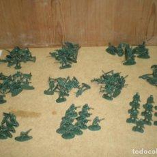 Juguetes Antiguos: LOTE 100 SOLDADOS 3,5 CM - DE 10 MODELOS 10 DE CADA VERDES MAS FOTOS, . Lote 195244091