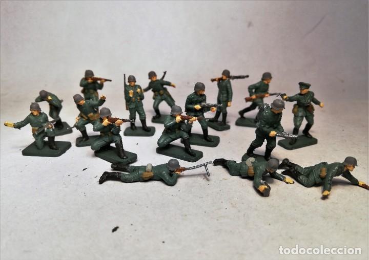AIRFIX ESCALA 1/76. 16 SOLDADOS INFANTERIA ALEMANA D-DAY OPERATION OVERLORD. PINTADOS A MANO. (Juguetes - Soldaditos - Otros soldaditos)