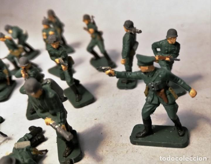 Juguetes Antiguos: AIRFIX Escala 1/76. 16 soldados Infanteria alemana D-Day operation Overlord. Pintados a mano. - Foto 2 - 195254210