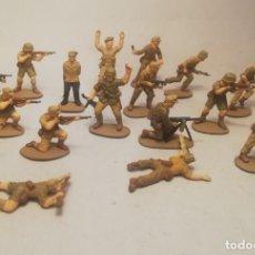 Juguetes Antiguos: ESCI ESCALA 1/72. 17 SOLDADOS ALEMANES AFRIKA KORPS. PINTADOS A MANO. Lote 209607361