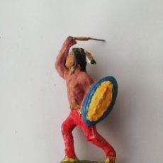 Juguetes Antiguos: FIGURITA, INDIO AMERICANO, CON ESCUDO Nº 1 - ELASTOLINE - PJRB. Lote 205198548