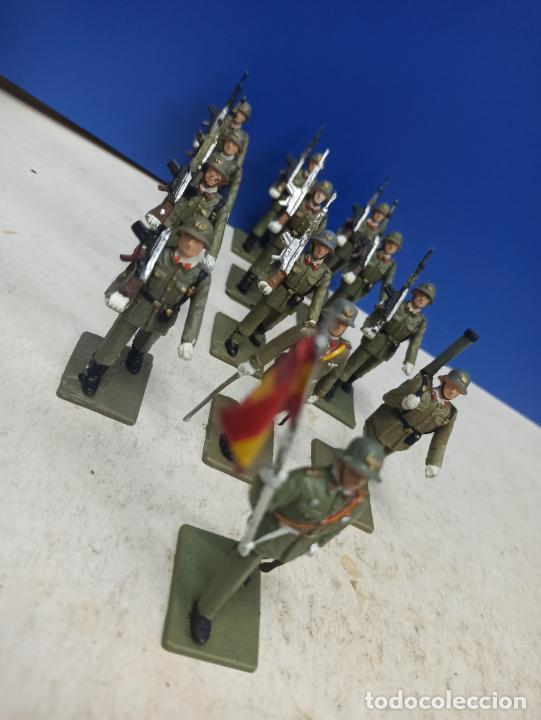 Juguetes Antiguos: LOTE 13 SOLDADITOS SERIE COMPLETA DESFILE INFANTERIA ESPAÑOLA EJERCITO TIERRA SOLDIS - Foto 2 - 206904643