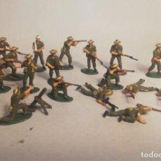 Juguetes Antiguos: MATCHBOX ESCALA 1/76. 20 SOLDADOS ANZAC INFANTRY. +AMETRALLADORA + MULA. PINTADOS A MANO. Lote 209609500